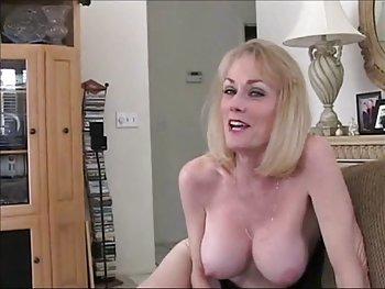 femaleagent seriamente sexy rubia tímida crea colada caliente